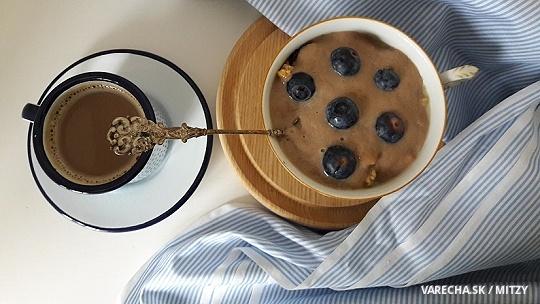 Avokádovo-banánový jogurt na raňajkovú pohodu