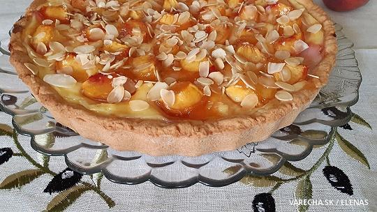 Broskyňový koláč s pudingom