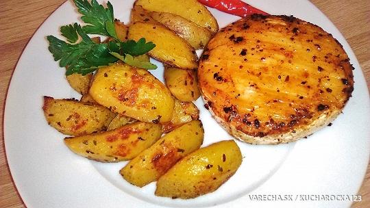 Pečený camembert a zemiaky z jedného plechu...