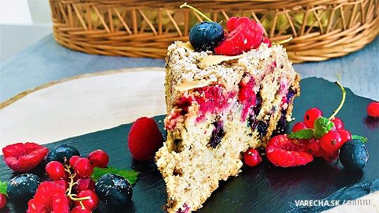 Celozrnný koláč s bobuľovým ovocím