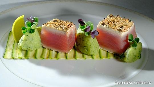 Cuketové carpaccio a wasabi pyré k tuniakovi