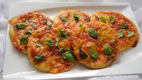 Domácí mini pizza Margherita