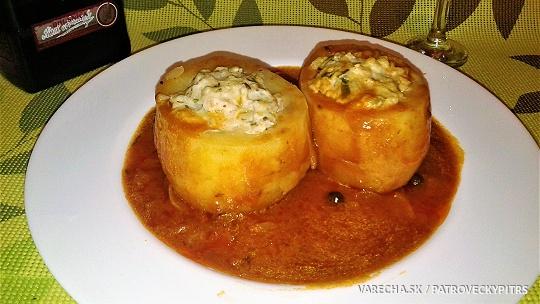 Dusené plnené zemiaky s paradajkovou šťavou