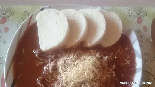 Hovädzie s paradajkovou omáčkou a brusnicami