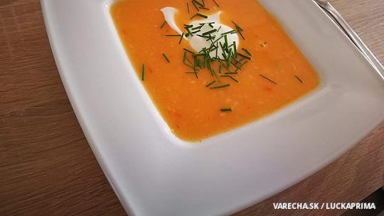 Jemná papriková polievka so syrom