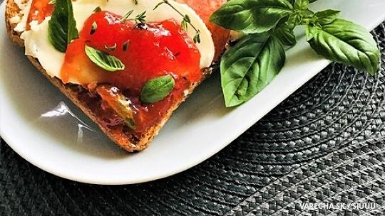 Jemný paradajkový džem s chilli a bylinkami