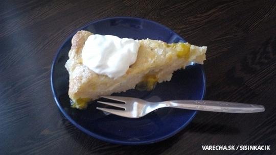 Jogurtovo-mandľový koláč s ringlotami