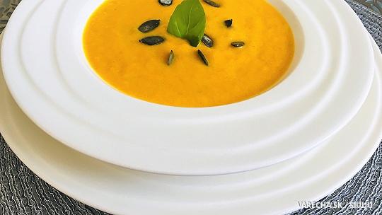 Krémová mrkvová polievočka s pomarančom,...