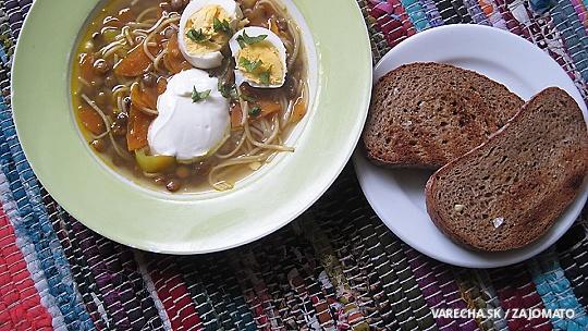 Šošovicová polievka s vajcom