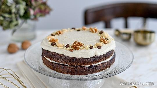 Orechová torta s kokosovo-arašidovým krémom