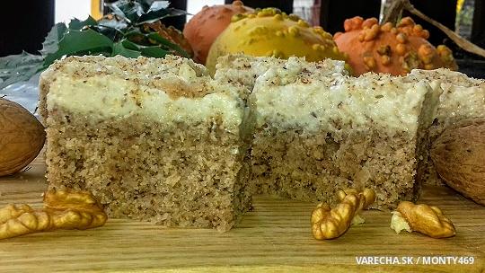 Orechovo-krupicový koláč