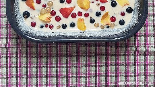 Ovocný koláč zo šľahačkovej smotany