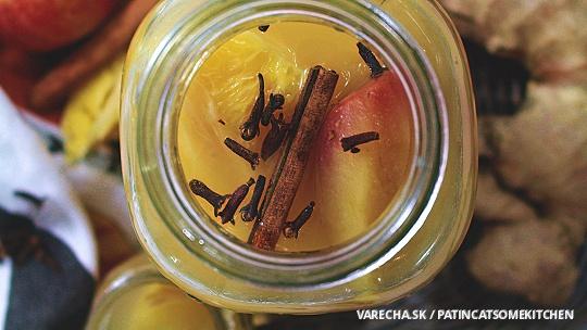 Ovocný nápoj s koreninami