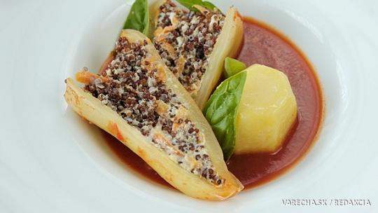 Paprika s plnkou z quinoy v paradajkovej omáčke