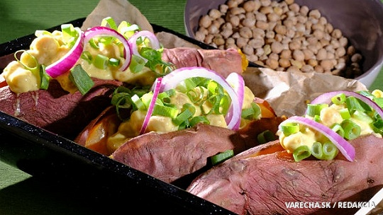 Pečené batáty s cícerovou plnkou