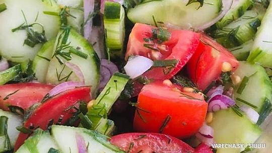 Perzský uhorkovo-paradajkový šalát