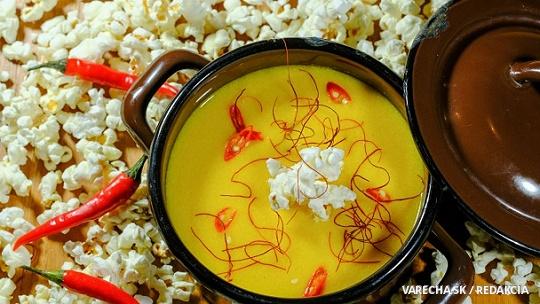 Pikantný kukuričný krém s pukancami