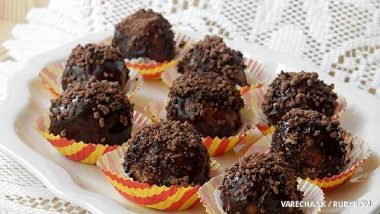 Piškotové kuličky v čokoládě