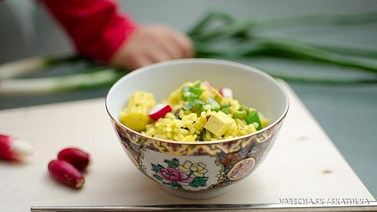 Ryžová panvica s tofu a jarnou zeleninou