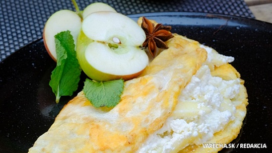 Sladká omeleta s jablkovo-tvarohovou plnkou
