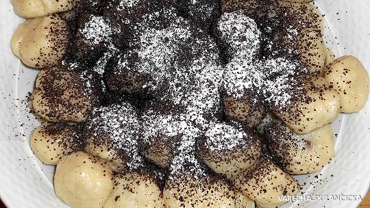 Slivkové gombóce starej mamy zo zemiakového cesta
