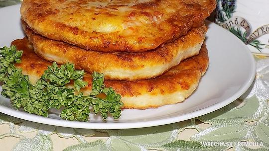 Sýrovo-kefírové placičky se šunkou