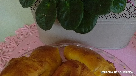 Syrovo-šunkové croissanty