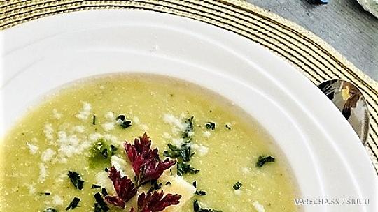 Talianska krémová cuketová polievka