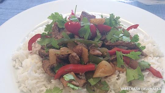 Thajský stir-fry s teľacím mäsom a paprikami