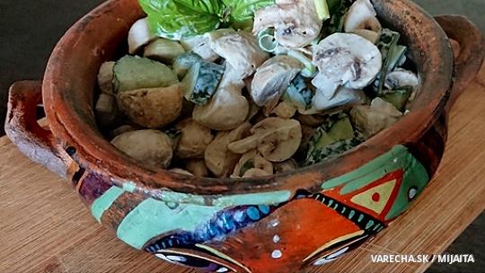 Žampionový salát s okurkou
