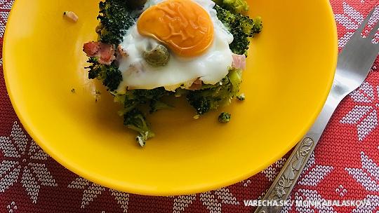 Zapečená brokolica s vajcom