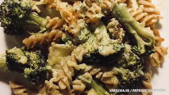 Zapekaná brokolica so syrom, smotanou a s...