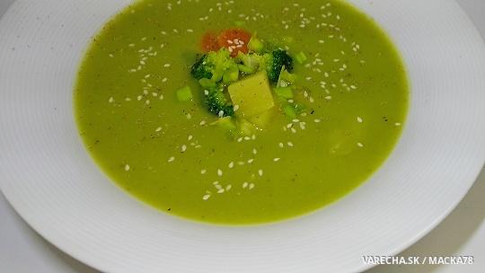 Zdravá brokolicová polievka bez smotany