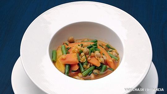 Zeleninová polievka s fazuľovými haluškami