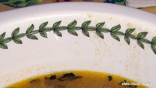 Zemiaková polievka s kuriatkami na kopci