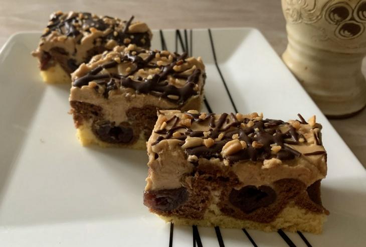 Čerešňový koláč s extra karamelovým krémom