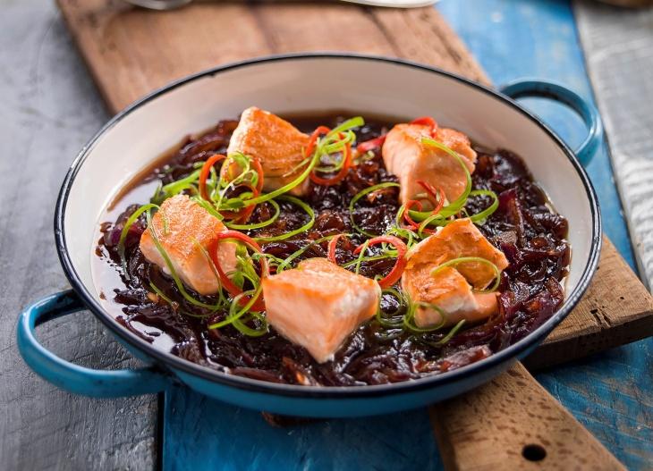 Caramel Salmon – Losos na sladkokyslej cibuľke