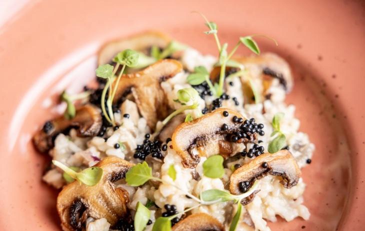 Dubákové rizoto s hľuzovkovými perlami a fritovanými šampiňónmi