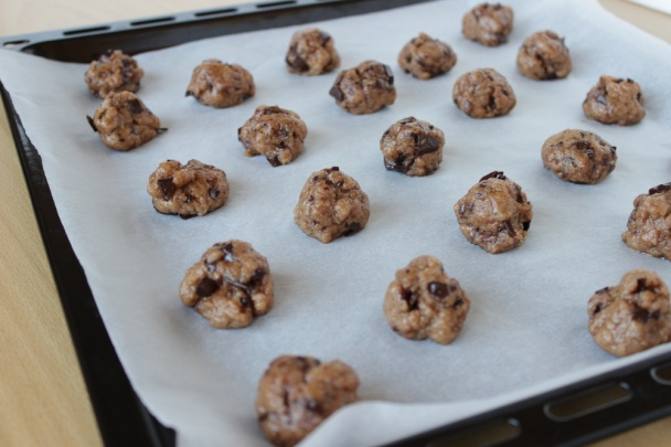 Výsledok vyhľadávania obrázkov pre dopyt Tvarohové cookies s kúskami čokolády.