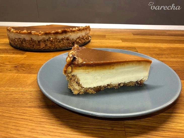 Nepečený karamelový cheesecake (videorecept)