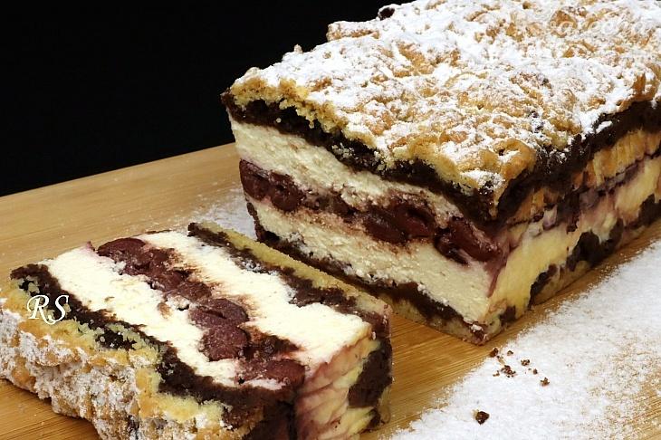 Tvarohový koláč s višňami a kakaom