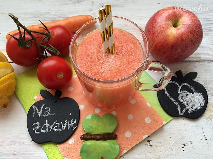 Paradajkovo-jablkové smoothie s mrkvou