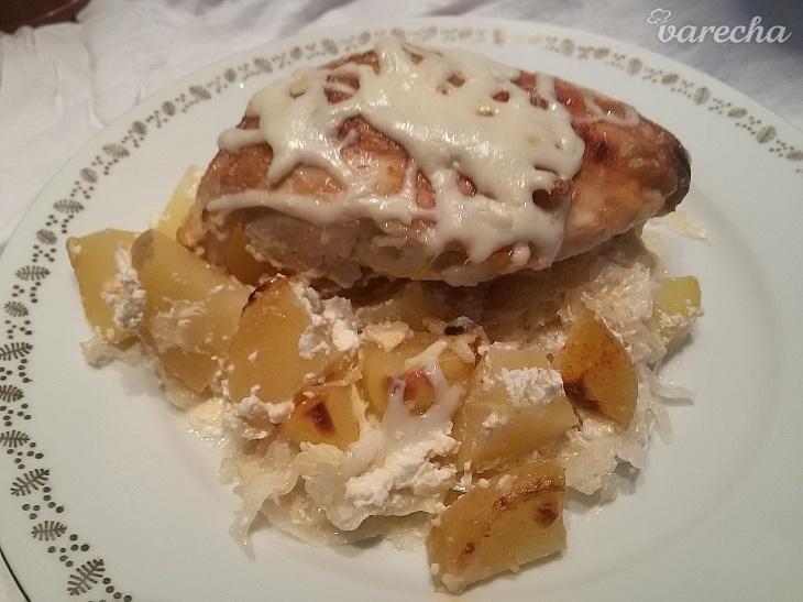 Pečené kura na kyslej kapuste so smotanou
