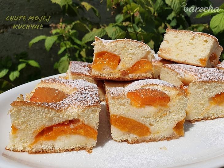 Úžasne jemný marhuľový koláčik
