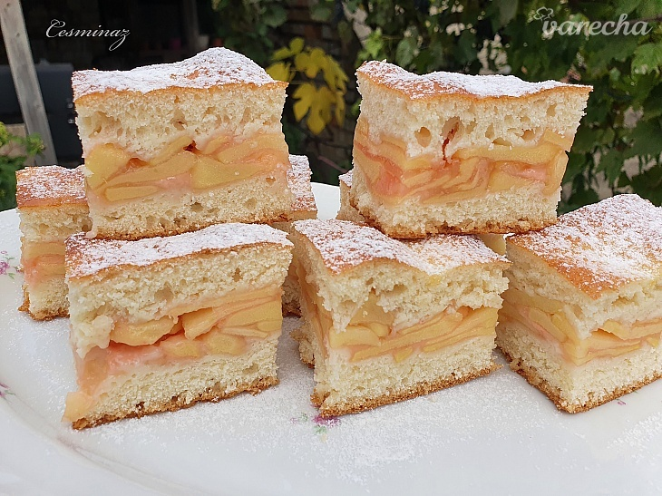 Kysnutý jablkový koláč s jahodovým nádychom