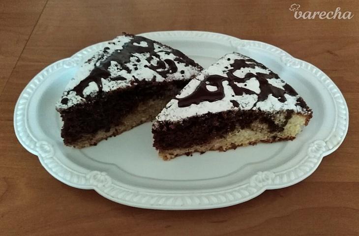 Dvojfarebný čokoládový koláč