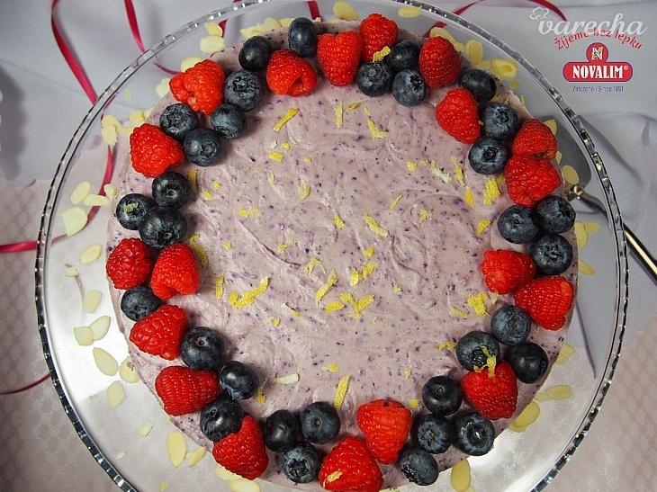 Nepečená torta bez lepku s čučoriedkami