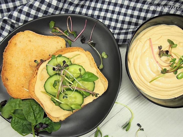 Bezlepkový toast s domácim hummusom