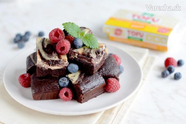 Čoko-tofu brownies s ovocím - Recept 581054e57b9