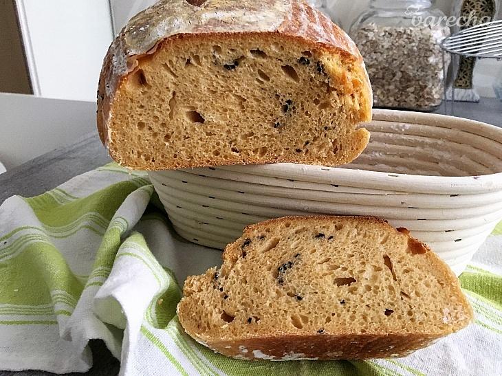 Kváskový chlebík s batatom a čiernym sezamom